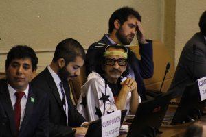 Der Kongressabgeordnete Raúl Florcita Alarcón singt im chilenischen Kongress