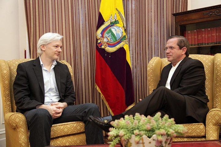 Ecuador to withdraw asylum for Assange – Reports