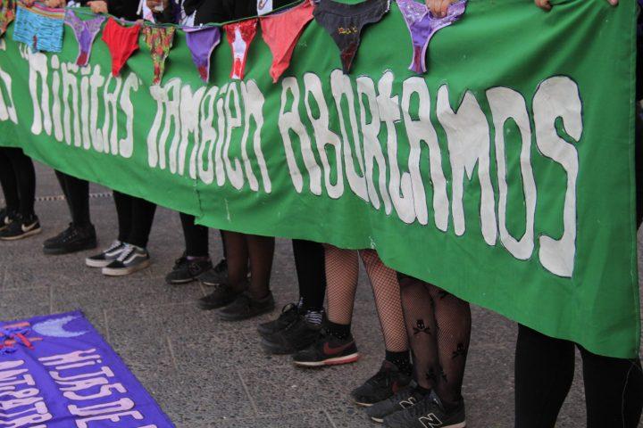 Chili : une grande marche pour le droit à un avortement gratuit et en toute sécurité