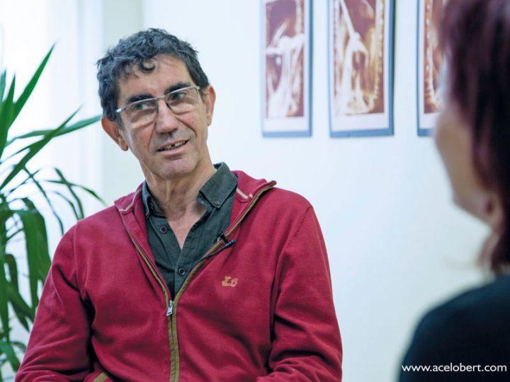 """""""Una persona con fuertes valores espirituales no tiene apenas impulso vengativo"""": Entrevista a Juan Espinosa"""
