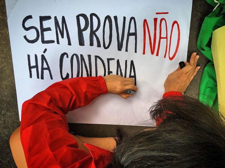 """""""Lula is not a prisoner. Today Lula is a kidnapped person."""""""