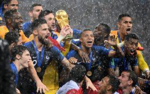 Οι φυλετικές και ταξικές ανισότητες πίσω από τη νίκη της εθνικής Γαλλίας