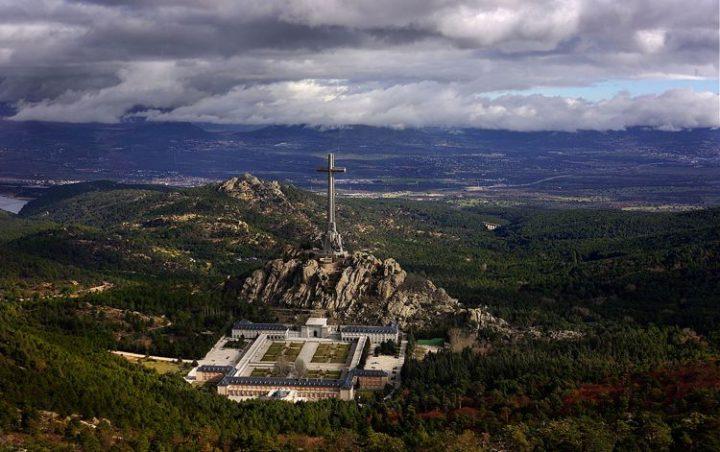 Späte Gerechtigkeit? Die neue spanische Regierung verfügt die Exhumierung des Diktators Franco