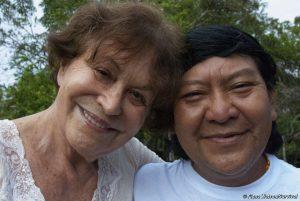 Fotografin & Aktivistin für Yanomami erhält höchste kulturelle Auszeichnung Deutschlands