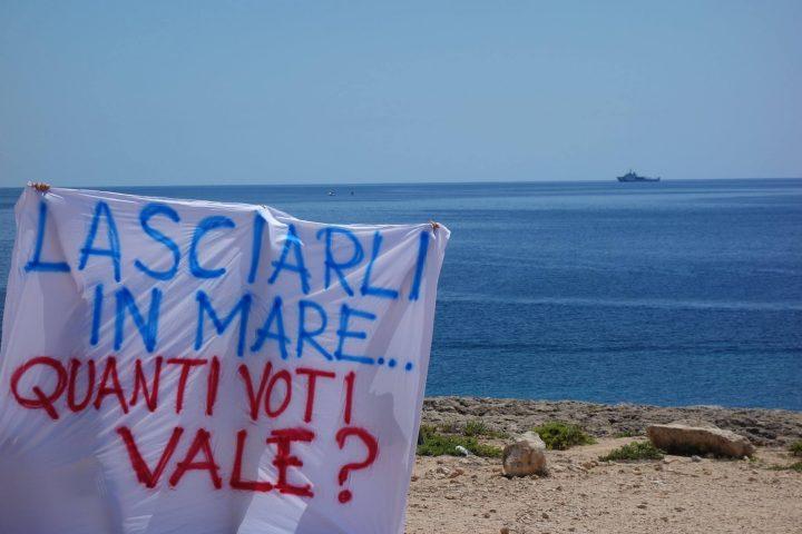 Nave Diciotti bloccata davanti a Lampedusa