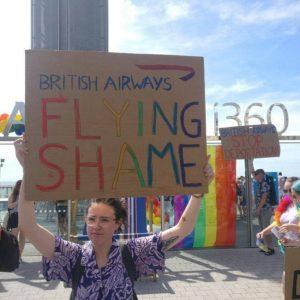 ΛΟΑΤΚΙ διαδηλώνουν στην British Airways για απελάσεις αιτούντων άσυλο