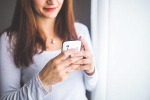Projeto pretende conscientizar domésticas sobre seus direitos via aplicativo de mensagens instantâneas