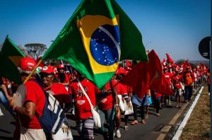 Migliaia di contadini a Brasilia in sostegno di Lula: domani la grande manifestazione