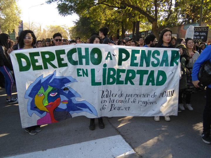 Multitudinaria marcha en defensa de la Universidad Pública en Córdoba