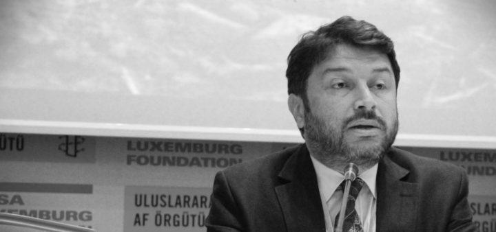 El presidente de Amnistía Internacional Turquía queda en libertad, pero sigue siendo juzgado