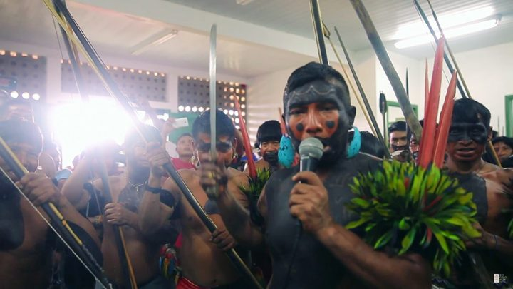 Documentário que retrata as relações entre índios Yanomami e agentes de saúde estreia na sala CineBancários
