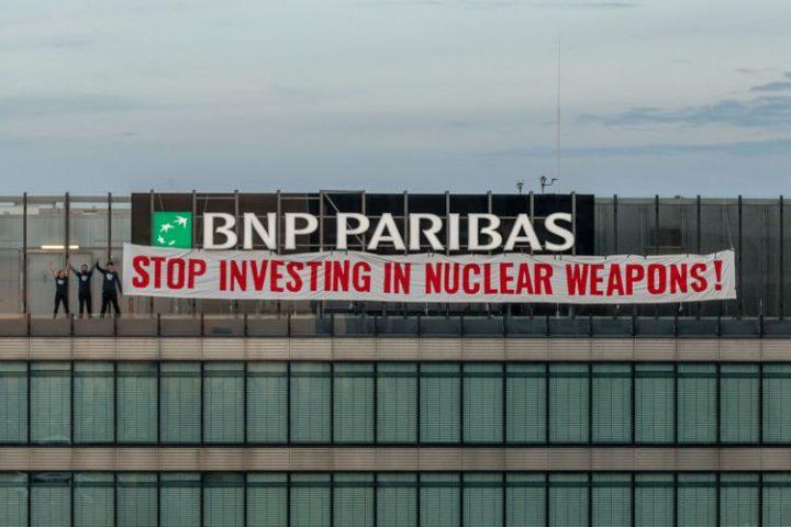 Spektakulärer Protest gegen Atomwaffengeschäfte von BNP Paribas