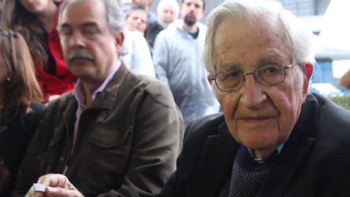 Ο Νόαμ Τσόμσκι επισκέφτηκε τον πρώην Πρόεδρο της Βραζιλίας Λούλα στη φυλακή