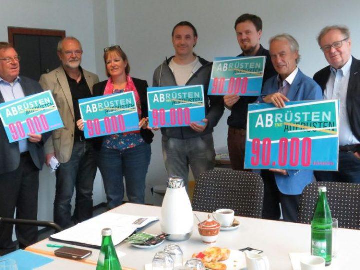 """Über 90.000 Unterzeichner sagen """"Nein"""" zur Aufrüstung"""