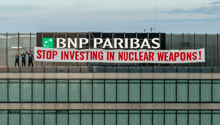 ICAN activists unroll 20 meter long banner on top of BNP Paribas building in Germany