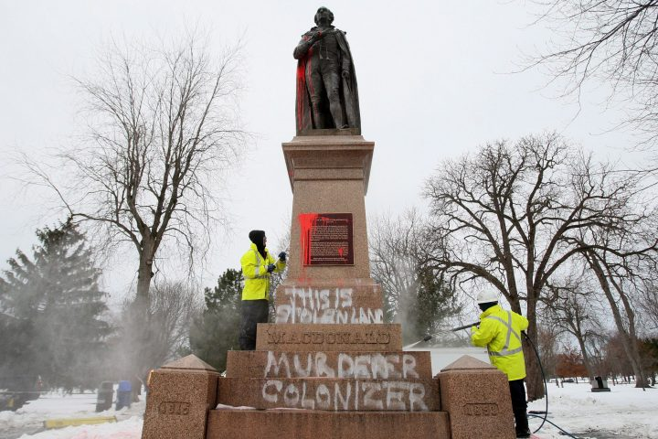 O Καναδάς αντιμέτωπος με το πρόβλημα των μνημείων του