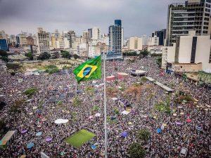 Ιστορική κινητοποίηση γυναικών κατά του φασισμού στη Βραζιλία