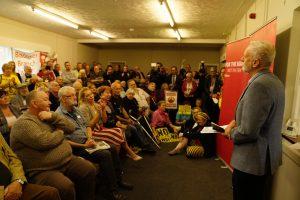 La socialdemocrazia radicale di Corbyn piace e sfonda