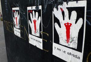 Estudantes mexicanos protestam para lembrar 50 anos do Massacre de Tlatelolco