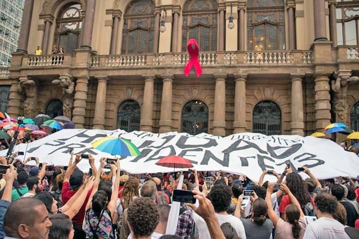 A coragem é mais contagiosa que o medo. #elenao