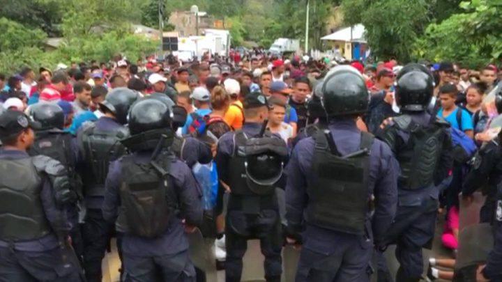 Caravana de hondureños continúa su trayecto a Estados Unidos mientras Trump amenaza a líderes de Centroamérica