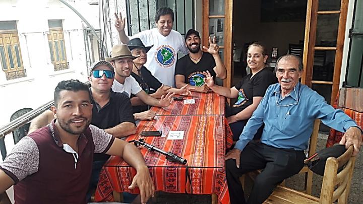 Mundo Sin Guerras y Sin Violencia: ¡Arequipa recibió a los marchantes con folklore nacional!