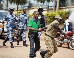 Se reduce el espacio de acción de los medios en Uganda