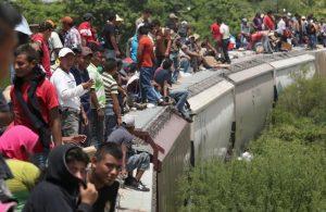 """L'esodo di massa di centroamericani sfonda i confini messicani. Manuel Lopez Obrador: """"Offriremo visti lavorativi ai migranti"""""""
