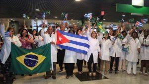 Cuba retira a sus médicos de Brasil tras amenazas de Bolsonaro