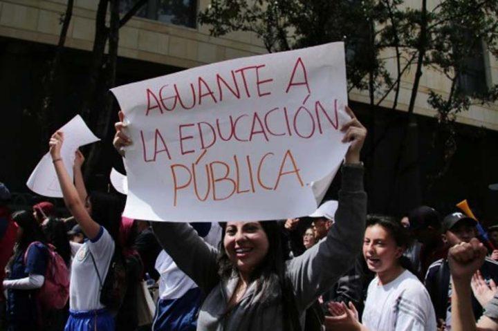 Instalan mesa de diálogo entre Gobierno y estudiantes en Colombia