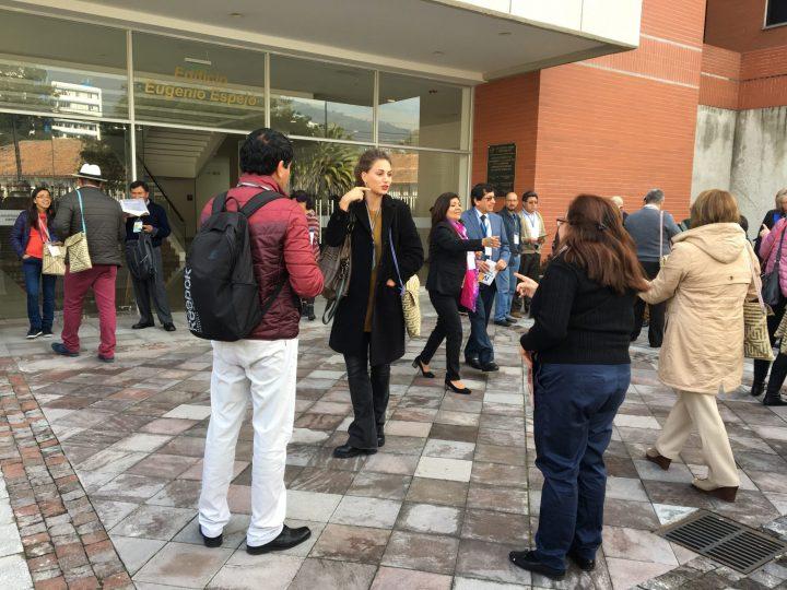 Asistente al IV Encuentro Andino antes de visitar a las experiencias