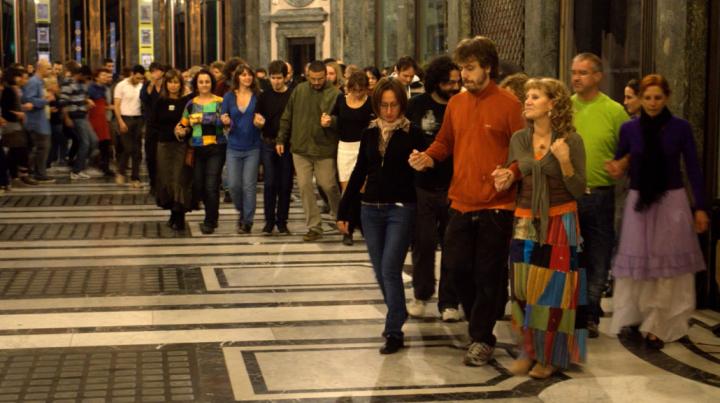Mazurka Klandestina, scatti di danza nelle piazze d'Italia