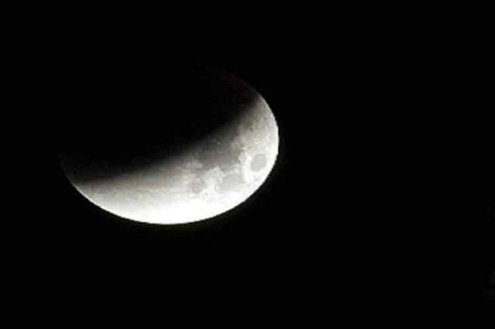China lanza con éxito primera sonda a lado oscuro de la Luna