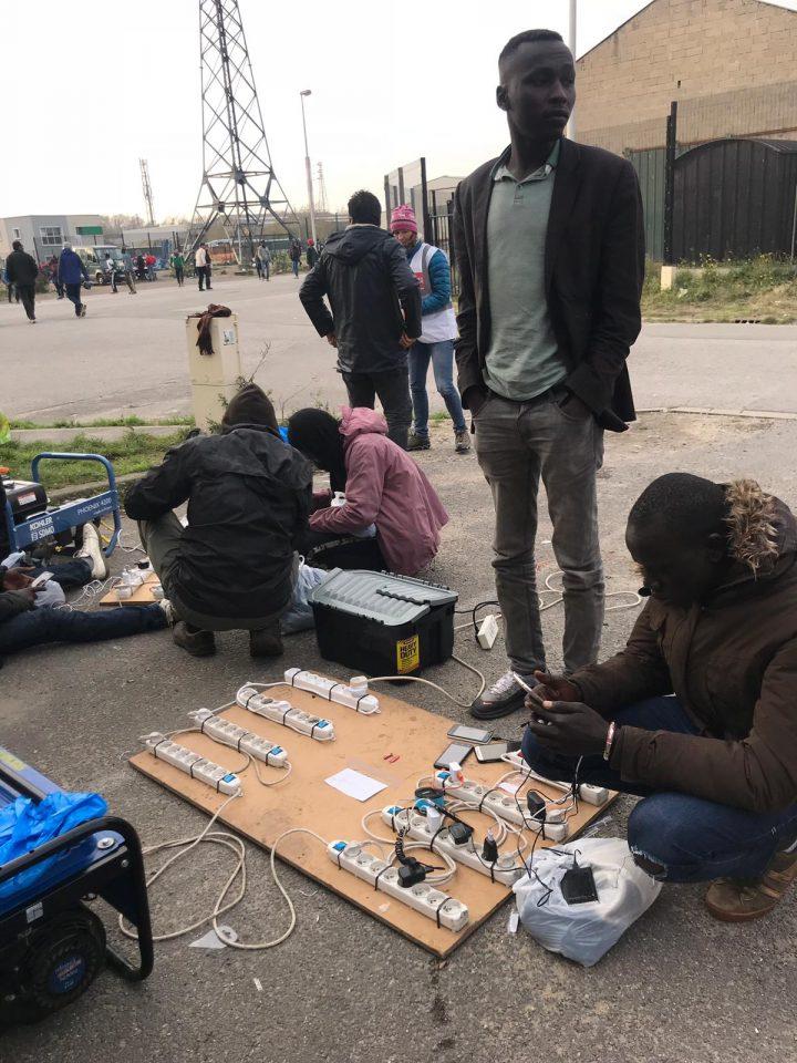 Calais_refugiados_ayuda_Care for Calais (15)