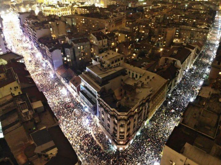 Serbie : manifestations de masse contre le président Vucic à Belgrade