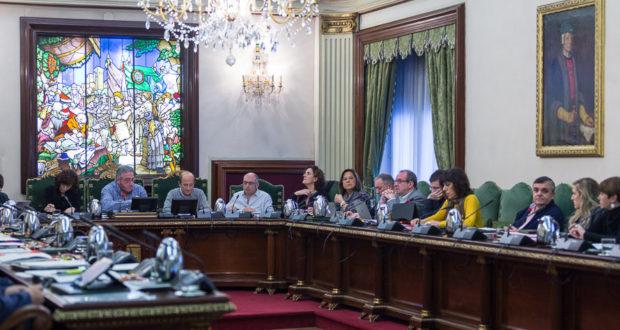 Pamplona se une a las ciudades españolas que piden la abolición de la monarquía