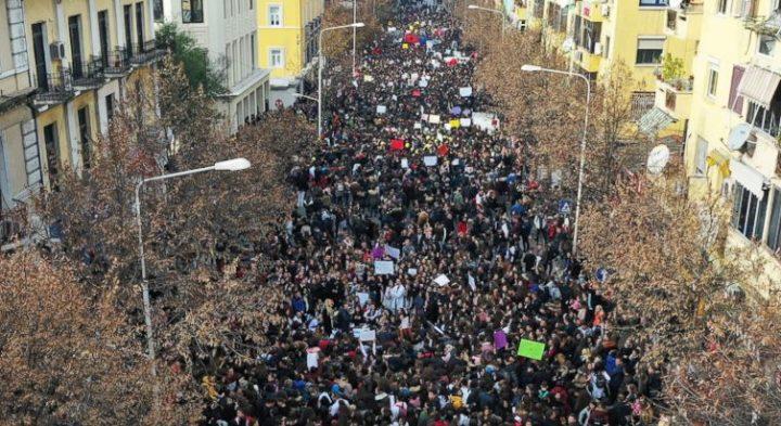 Albania, studenti in piazza da due settimane. Cosa sta succedendo?