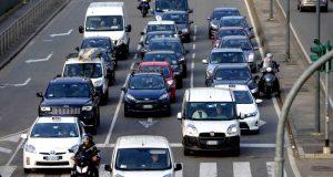 Le auto non ci difendono dai fumi del traffico