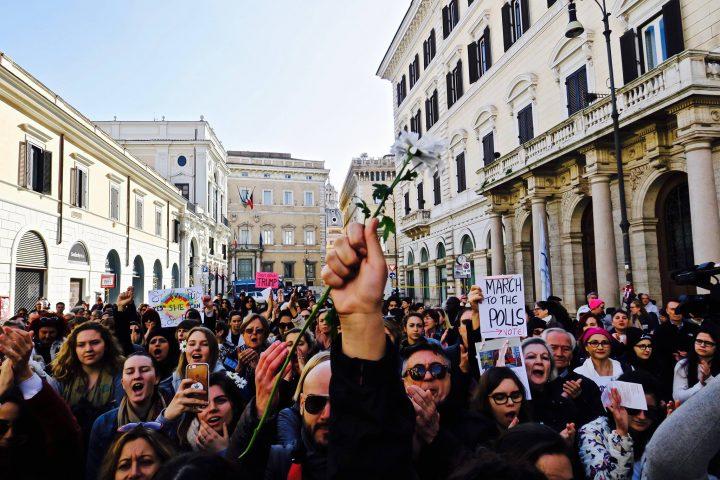A distanza di due anni dalla prima Women's March, donne e uomini, americani e italiani, manifestano insieme per l'eguaglianza e il progresso