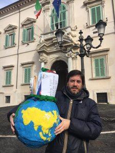 """Portavoce UNICEF Andrea Iacomini consegna lettere per bambini e ragazzi del CARA al Presidente della Repubblica Mattarella: """"Interrotti in modo traumatico percorsidi studio e inclusione sociale"""""""