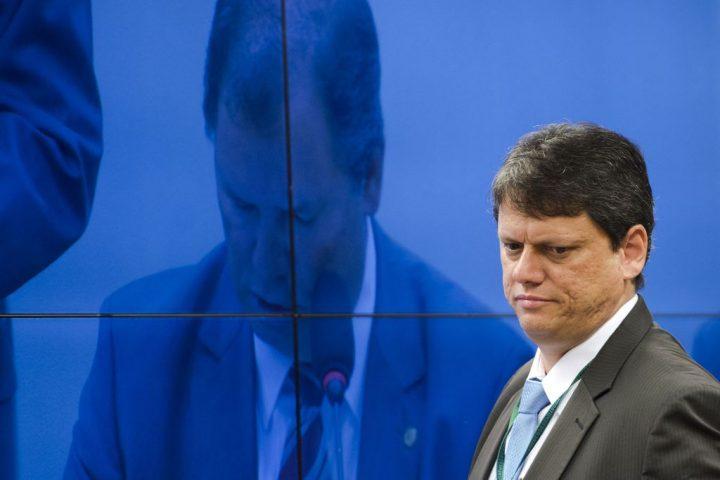 Brasil: el gobierno considera privatizar o liquidar 100 empresas estatales