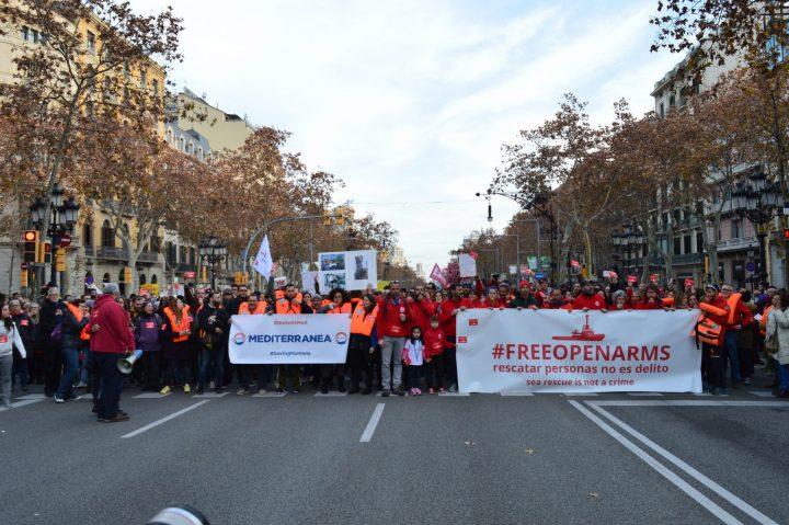 Centenars de persones mostren el seu suport a Open Arms