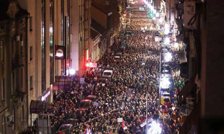 Μεγάλες διαδηλώσεις για πέμπτη εβδομάδα στη Σερβία