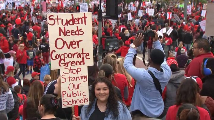 EUA: Docentes de Los Ángeles ponen fin a la huelga tras alcanzar acuerdo sobre contratos