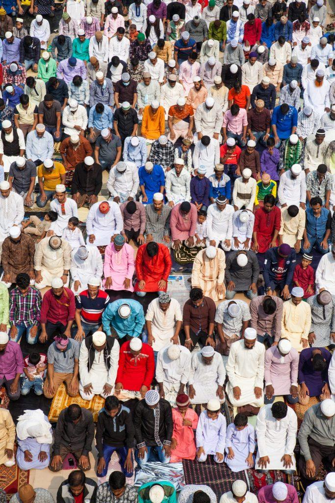 Devoti musulmani si riuniscono per pregare per la pace nel mondo durante il 54° Bishwa Ijtema