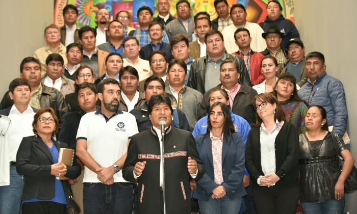 Evo Morales anuncia decreto para la compra directa de medicamentos para el SUS