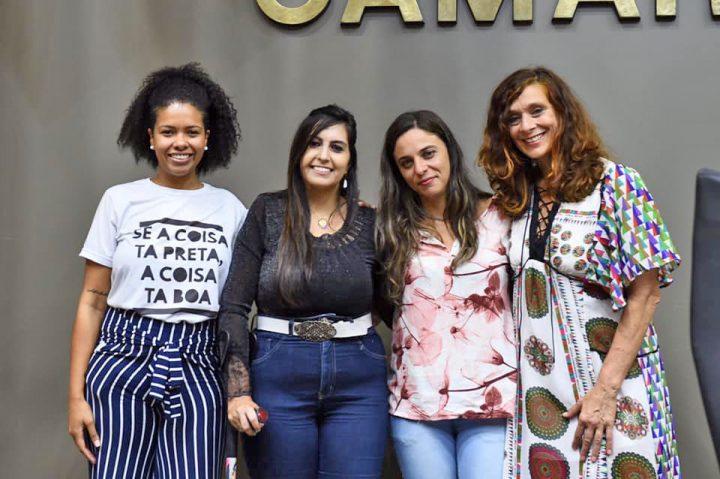 La mujer que se transformó en el símbolo en contra de la violencia doméstica recibe el título de Ciudadano de Porto Alegre