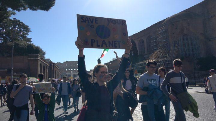 Strike4Climate, Roma: miles de estudiantes y manifestantes en las plazas por un futuro sostenible