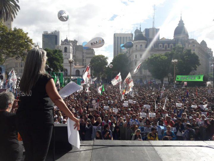 Une multitude de personnes à la Journée de la Mémoire, de la Vérité et de la Justice en Argentine
