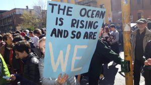 Milano, sciopero mondiale per il futuro: l'oceano si sta sollevando e noi anche